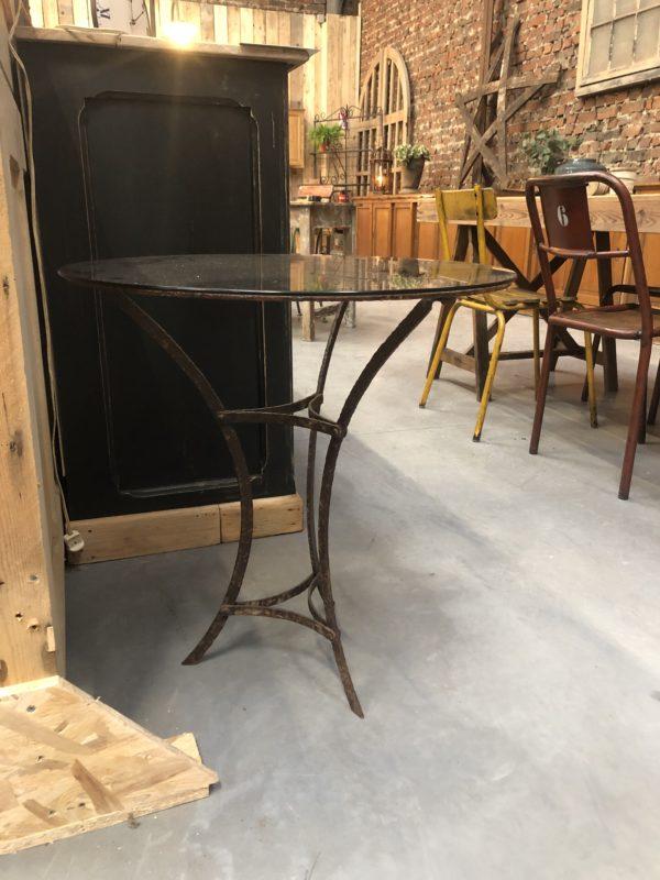 Petite table ronde avec plateau en verre fumé