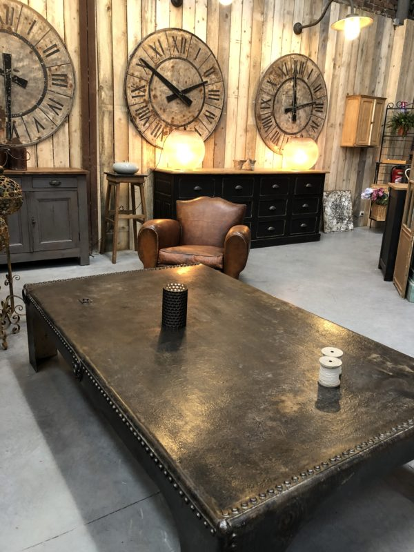Table de salon en cuir